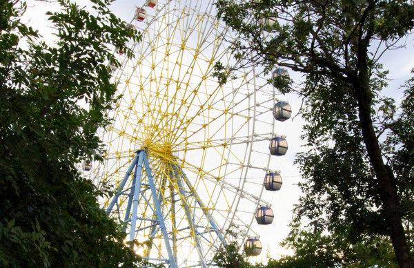 Колесо обозрения в парке Мтацминда.