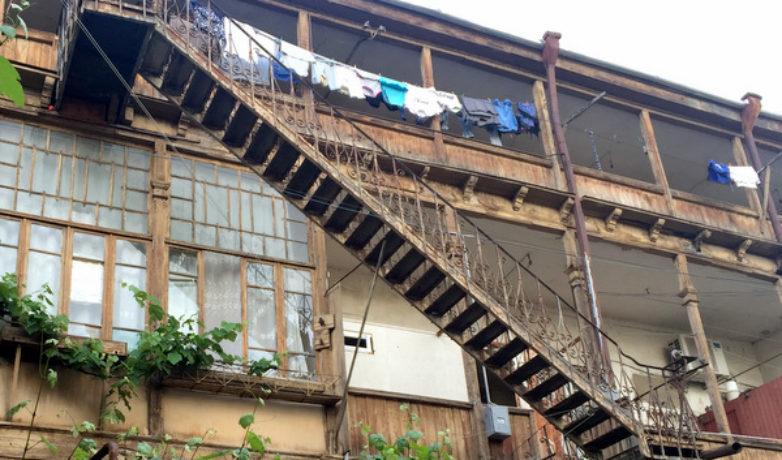 Лестница в итальянском дворике