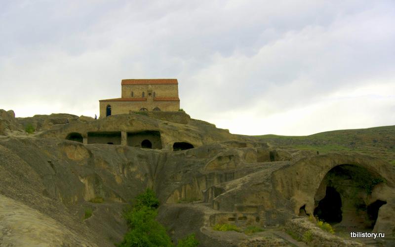 Уплисцихе, скальный город пещерный