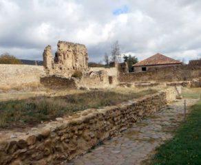 На развалинах древних храмов