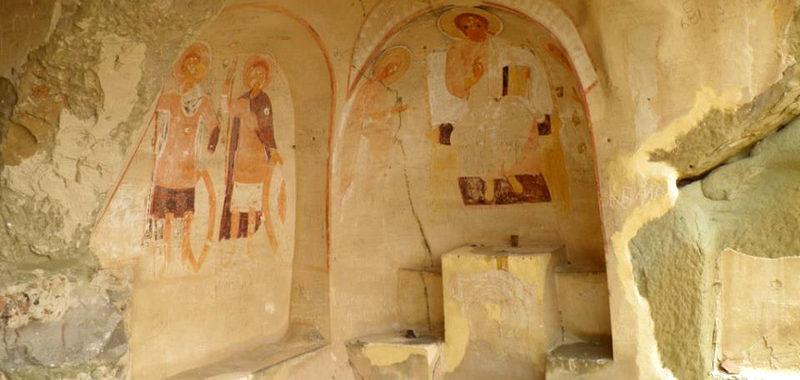 В древних кельях