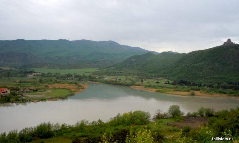 Вид на слияние рек Куры и Арагви