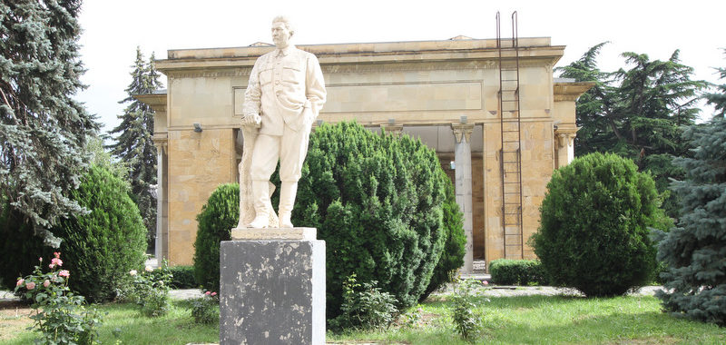 Памятник И.В,Сталину в Гори
