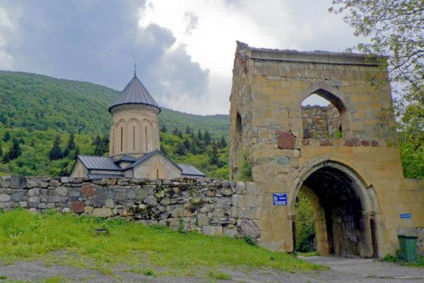Дзамское ущелье монастырь мужской Кинцвиси