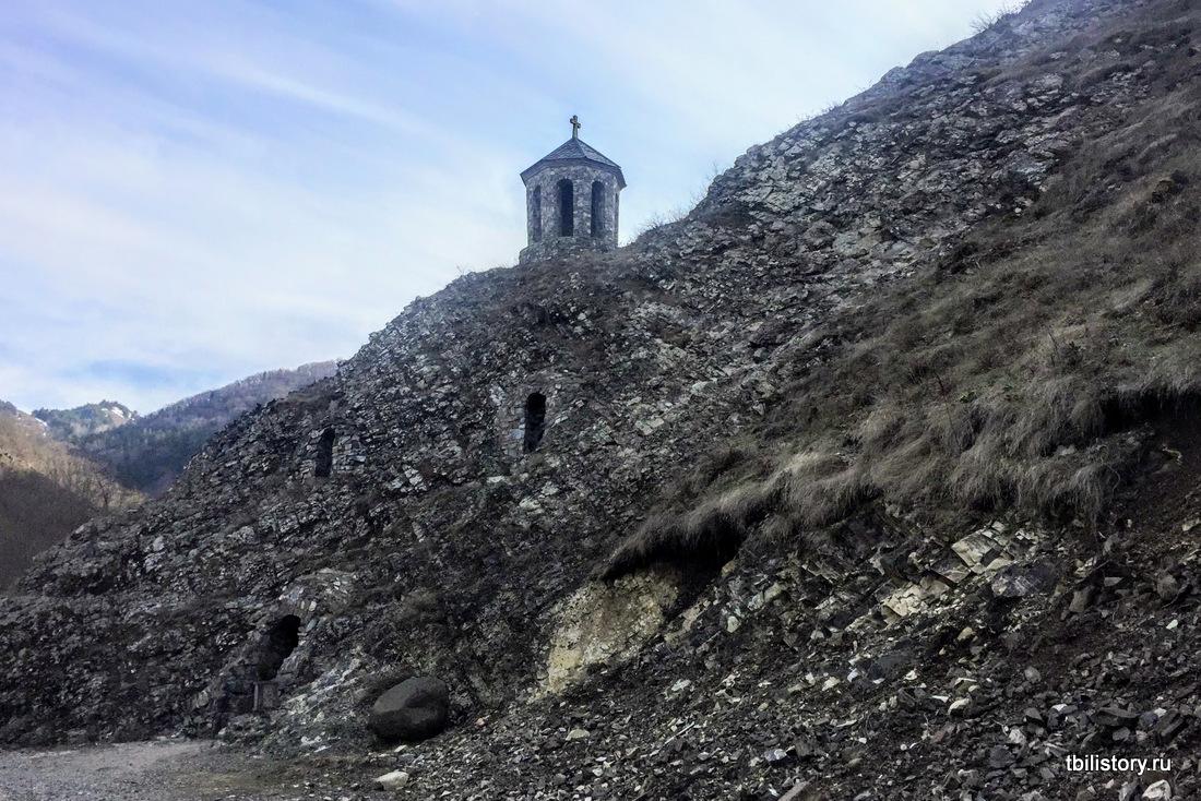 Дзамское ущелье интересные монастыри Грузии