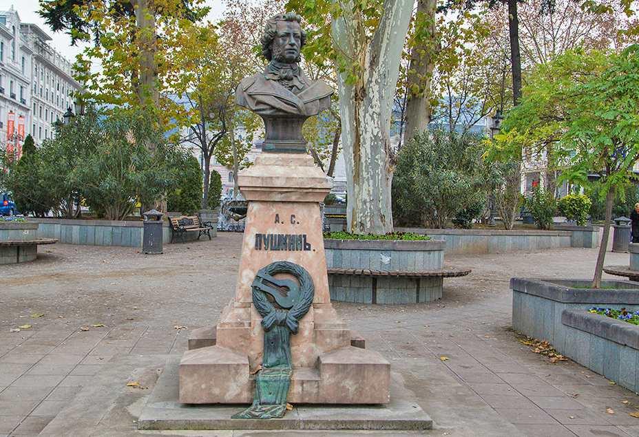 Памятник Пушкину в Тбилиси